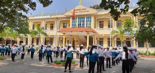 doi thay mot mai truong 520x245 - Tả lại quang cảnh buổi lễ kết nạp đội thiếu niên tiền phong Hồ Chí Minh