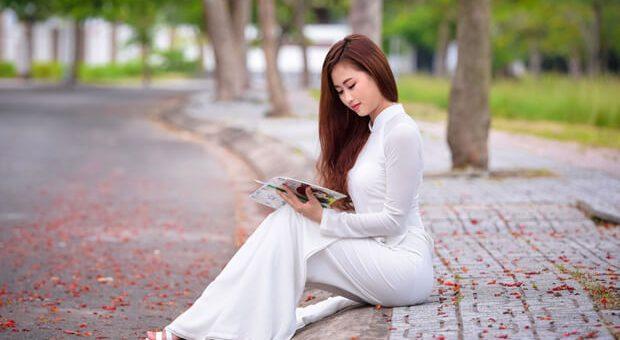nu sinh dep mo95757972 620x340 - Nghị luận xã hội về vai trò của Internet tới cuộc sống của thanh niên hiện nay